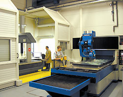 CNC precision grinding (in air-conditioned hall)